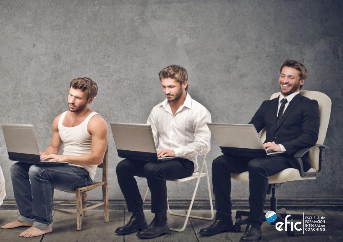 Hombre evolucionando en su trabajo